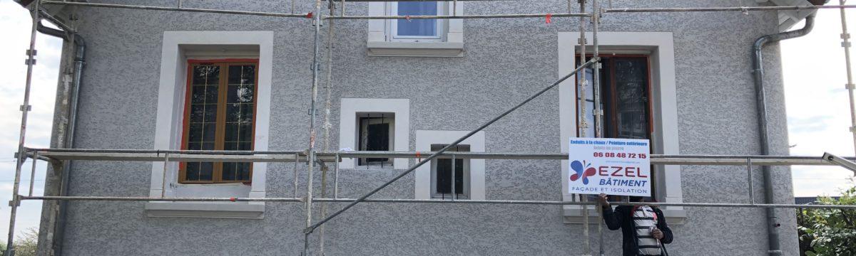 Façade réalisée en toute sécurité à l'aide d'échafaudage par l'entreprise Ezel Bâtiment